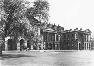 Photo of Osgoode Hall, Toronto, Canada c. 1914, LSUC