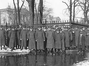 Photo of soldiers in front of Osgoode Hall [1913?]; City of Toronto Archives, SC 244 HEM 766B